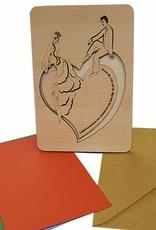 Grußkarte aus Holz, Brautpaar auf Herz