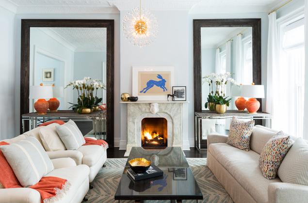 Grote-spiegel-maakt-kleine-ruimte-groter-Kunstspiegel-woonkamerspiegel
