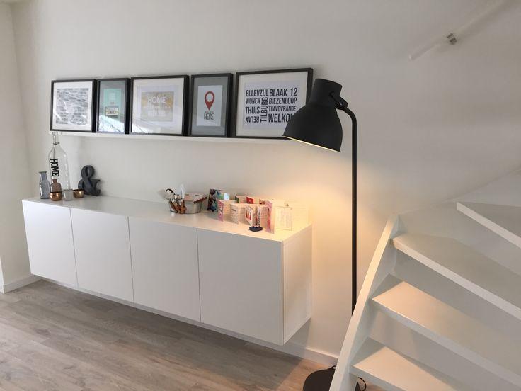 wie h ngt man einen fotorahmen auf. Black Bedroom Furniture Sets. Home Design Ideas