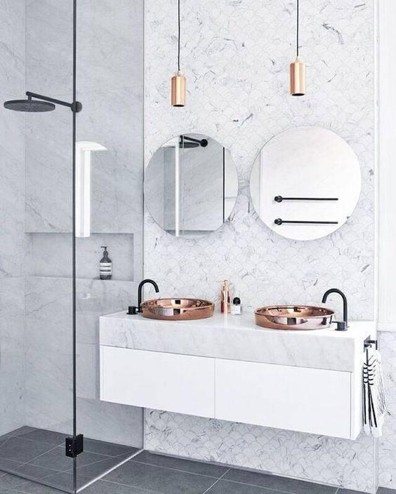 Geef je toilet extra sfeer met een spiegel