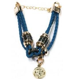 Armband blauw of wit  met kraaltjes en bedeltje