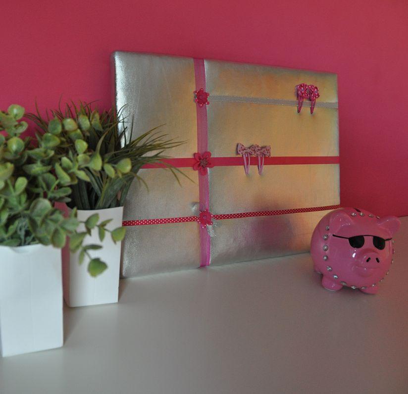Haarspeldbord M Lynn zilver met roze