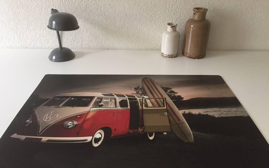 Bureau onderlegger VW bus retro, surfer on the beach