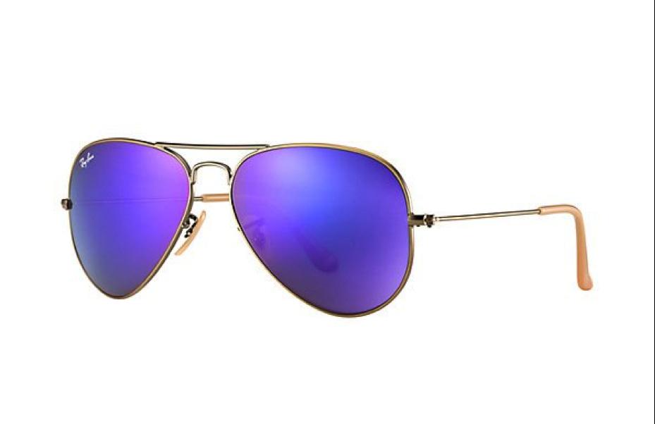 f639547f432c67 Modellen met gekleurde spiegelglazen zijn de zonnebrillen die het op dit  moment het beste doen