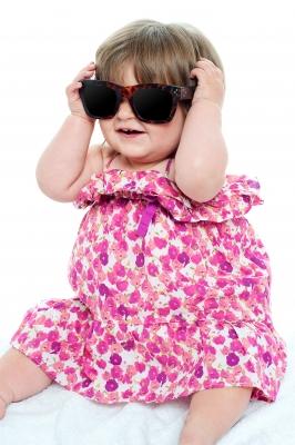 kinderen en zonnebrillen