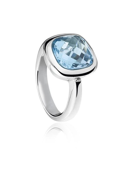 Zilveren ring met vierkante blauwe Topaas steen