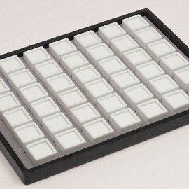 Schiebelade mit 42 Glasdeckeldosen