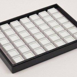 Stapellade mit 42 Glasdeckeldosen