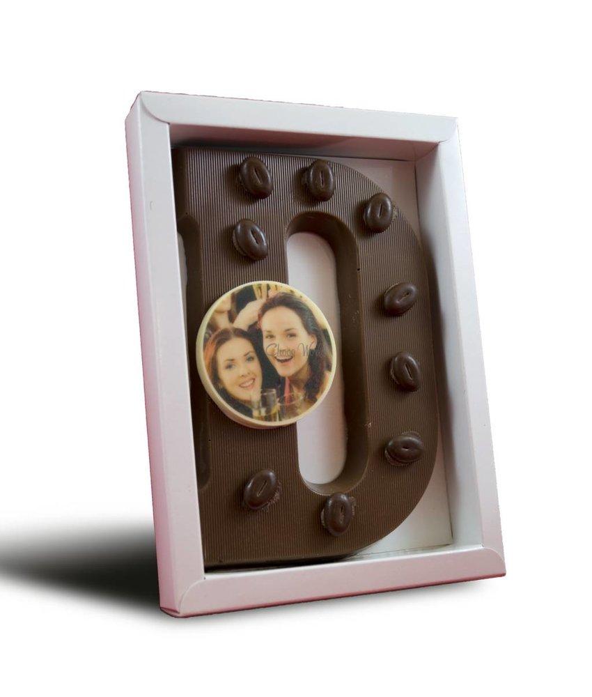 Chocoladeletter met boontjes en foto