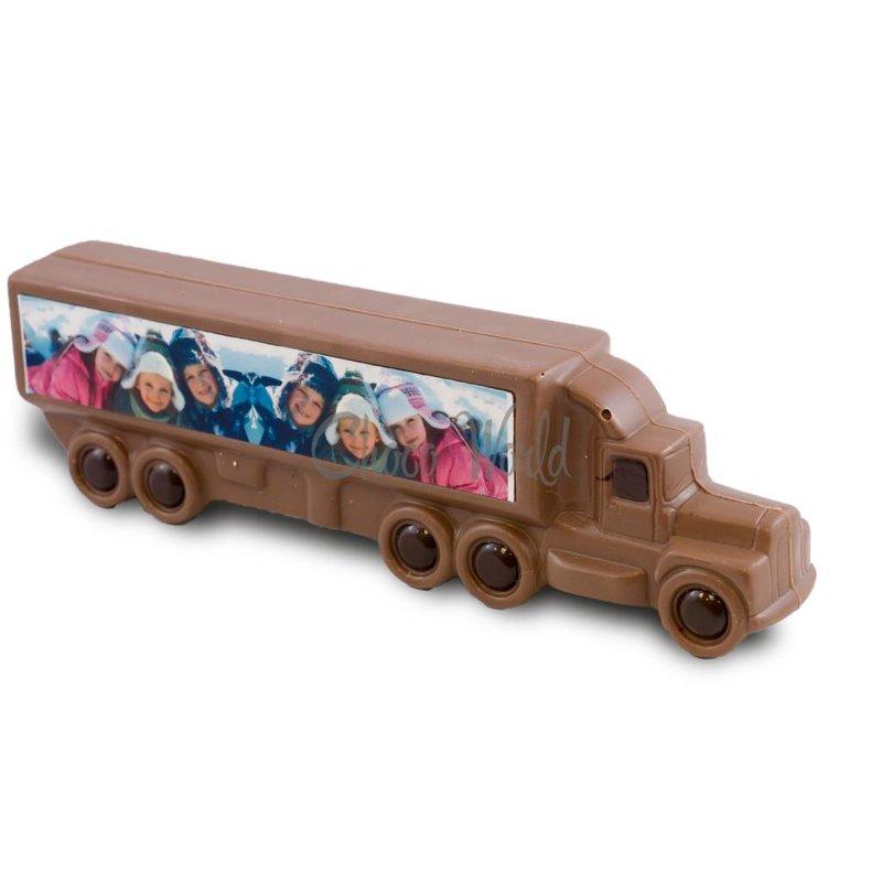 Vrachtwagen met opdruk