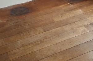 Blog hoe jij nare vlekken verwijdert van jouw vloer beschermt hout