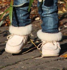 Wollen babyslofjes van lamsvacht