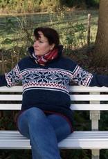 """""""Salvada"""" gebreide trui met klassiek Noors patroon in jeansblauw ,donkerblauw, rood en wit ."""