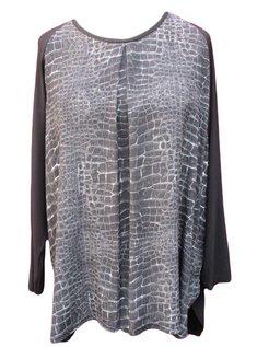 zwart shirt met bedrukt voorpand maat XL (58-60)