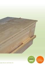 ECO pine ALLURE style – ambachtelijk gemaakte moderne massief grenen grafkist met 2 lange grepen. Compleet en gebruiksklaar geleverd.