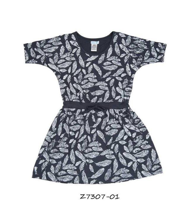 LoFff Blauw jurkje met veertjes en vleermuismouwtjes van de zomercollectie van Lofff 2