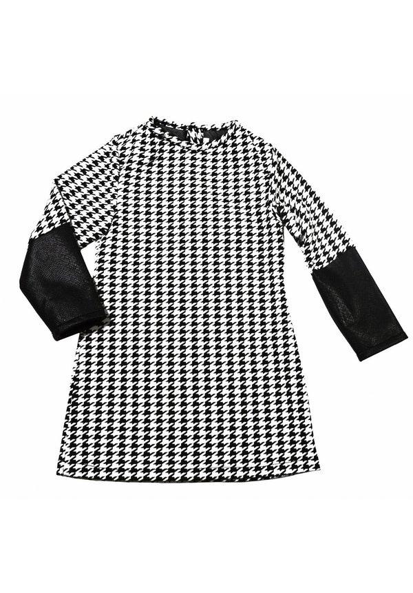 Zwart wit jurkje uit de wintercollectie van Soekartien 2016/2017