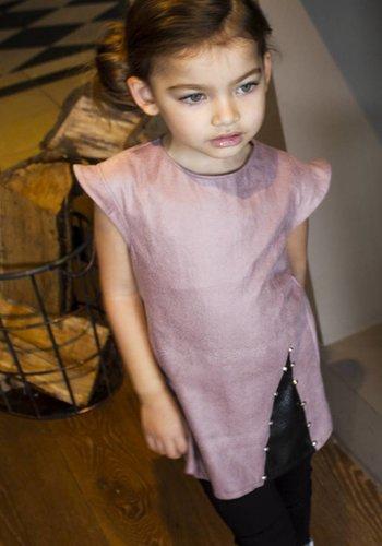 Soekartien Roze suède jurkje met zwart leren inzet