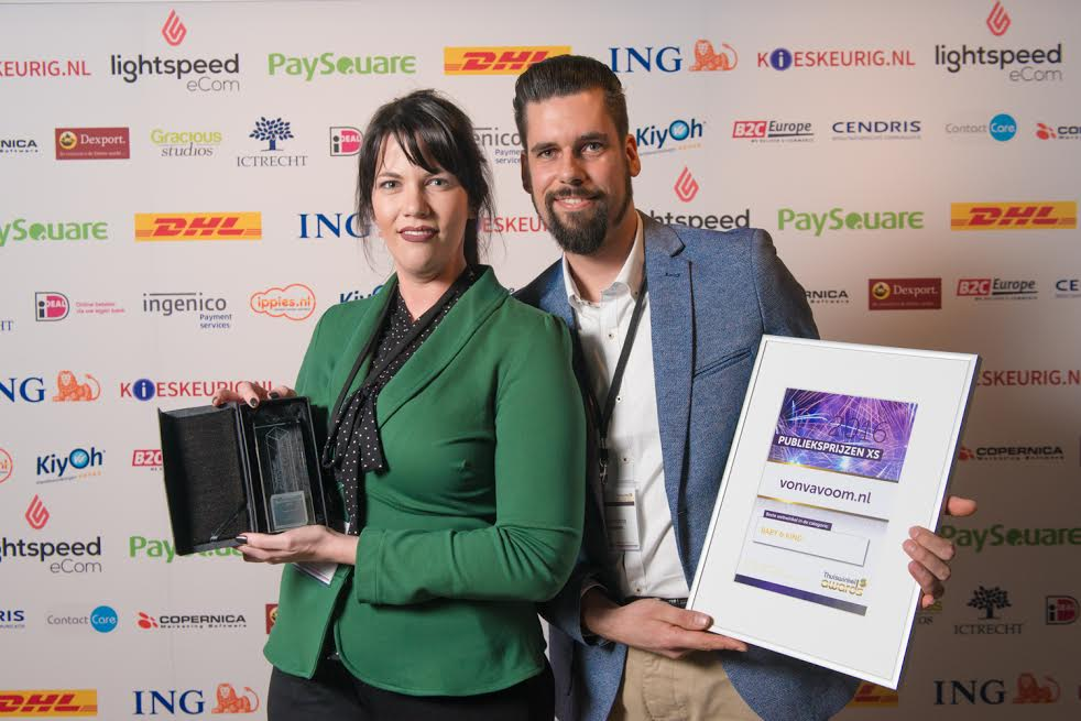 Maaike Postma Strong and Richard Postma with their Home Shopping Award as best shopping cart Baby & Child 2016 Von Va Voom
