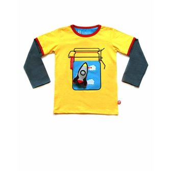 Camiseta Sunny day y juguete cohete