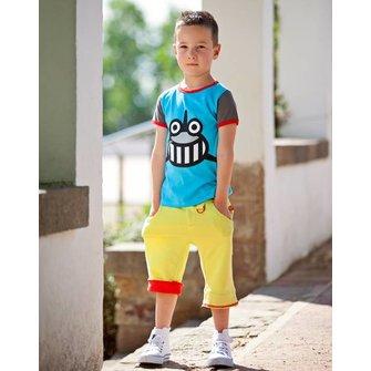 blue camiseta con print de tiburón y juguete