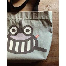 BeeeTú Tote Bag, print tiburón en khaki/ gris o amarillo