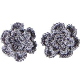 Drukkerapplicatie gehaakte bloempjes (per paar) grijs