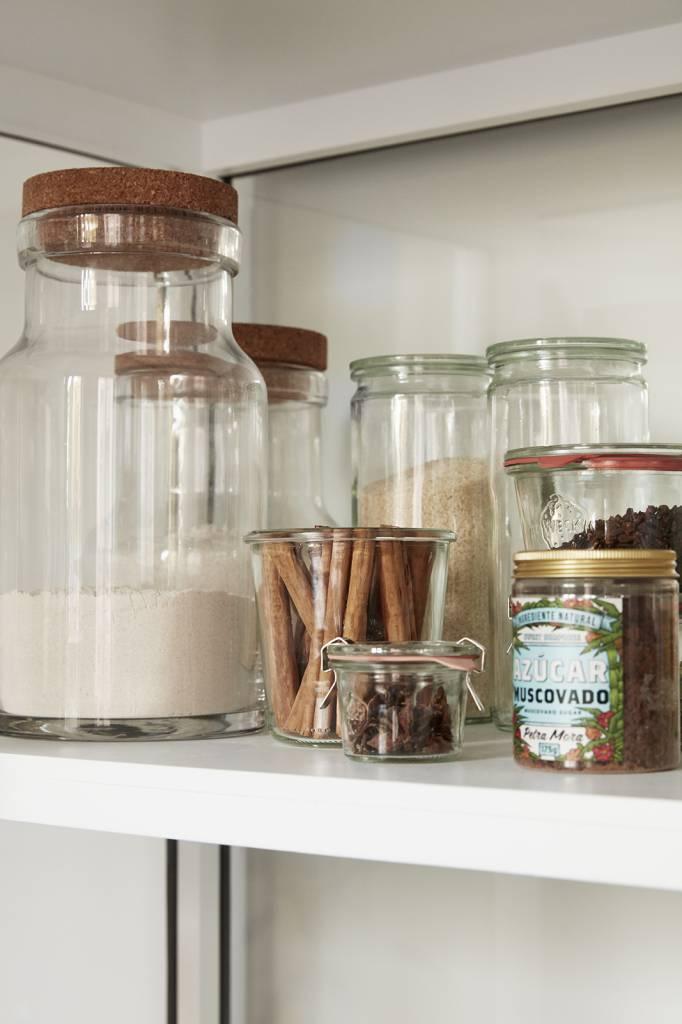 koken & eten. potten & blikken. Bewaar voeding in onze designpotten en laat ze deel uitmaken van je interieur door ze een mooi plekje in de keuken of eetkamer te geven.