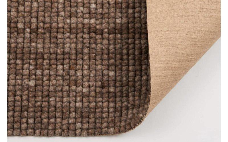 Frans Molenaar vloerkleed van 100% wollen garen in bruine kleurensamenstelling
