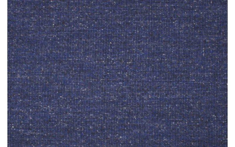 Frans Molenaar vloerkleed van 100% wollen garen in blauw-mix kleursamensteling.
