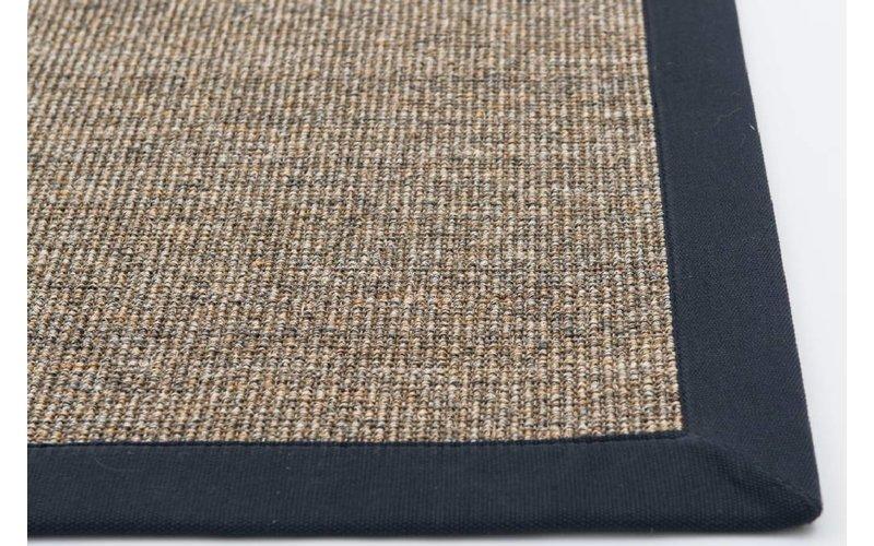 Prachtig sisal vloerkleed in naturel met donkerblauwe band