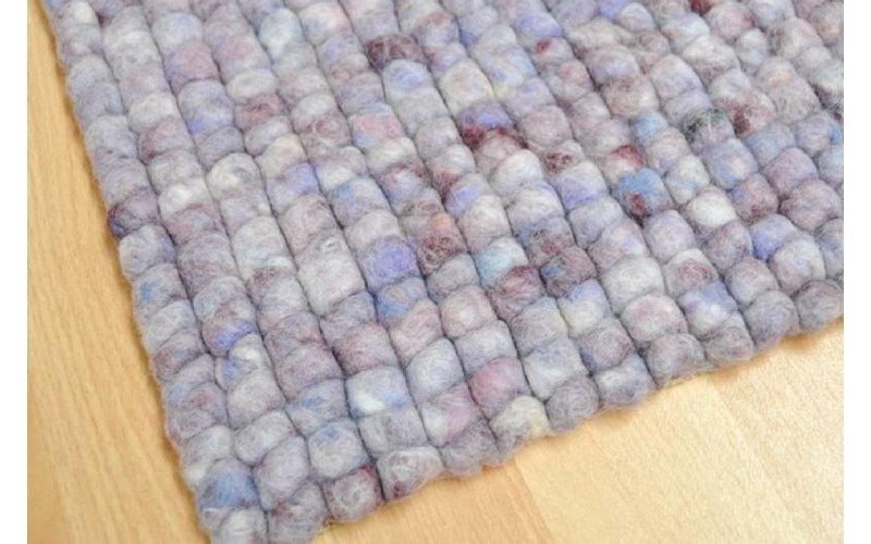 Frans Molenaar vloerkleed van 100% wollen garen in lila kleurensamenstelling