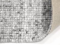 vloerkleed van 100% wollen garen in steengrijze kleurstelling