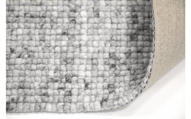 Frans Molenaar vloerkleed van 100% wollen garen in steengrijze kleursamenstelling