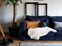 Noma 52 - Uniek geometrisch vloerkleed in steengrijze en donkergroene kleursamenstelling