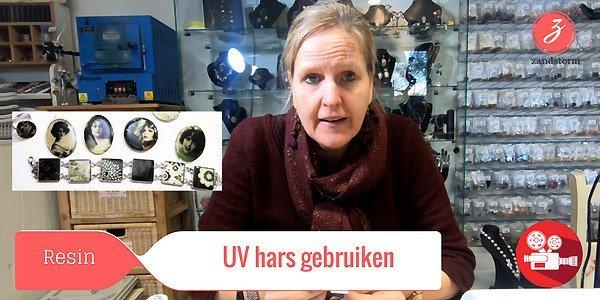 ZandstormTV: Gebruik van UV hars om juwelen te maken