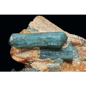 Apatite_sur_gangue_de_calcite_orange_(Irkutsk,_Lac_Baïkal,_Sibérie,_Slyudyanka,_Pribaïkalie_-_Fédération_de_Russie)_1