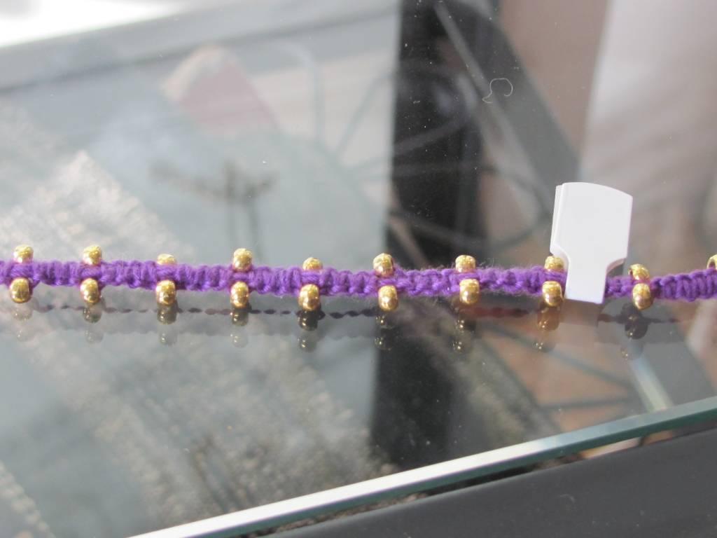 Fine macramé bracelet purple with gold on silver beads