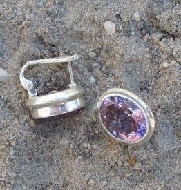 Oorbel zilver met facet geslepen amethist