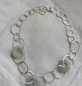 Necklace silver calceadone