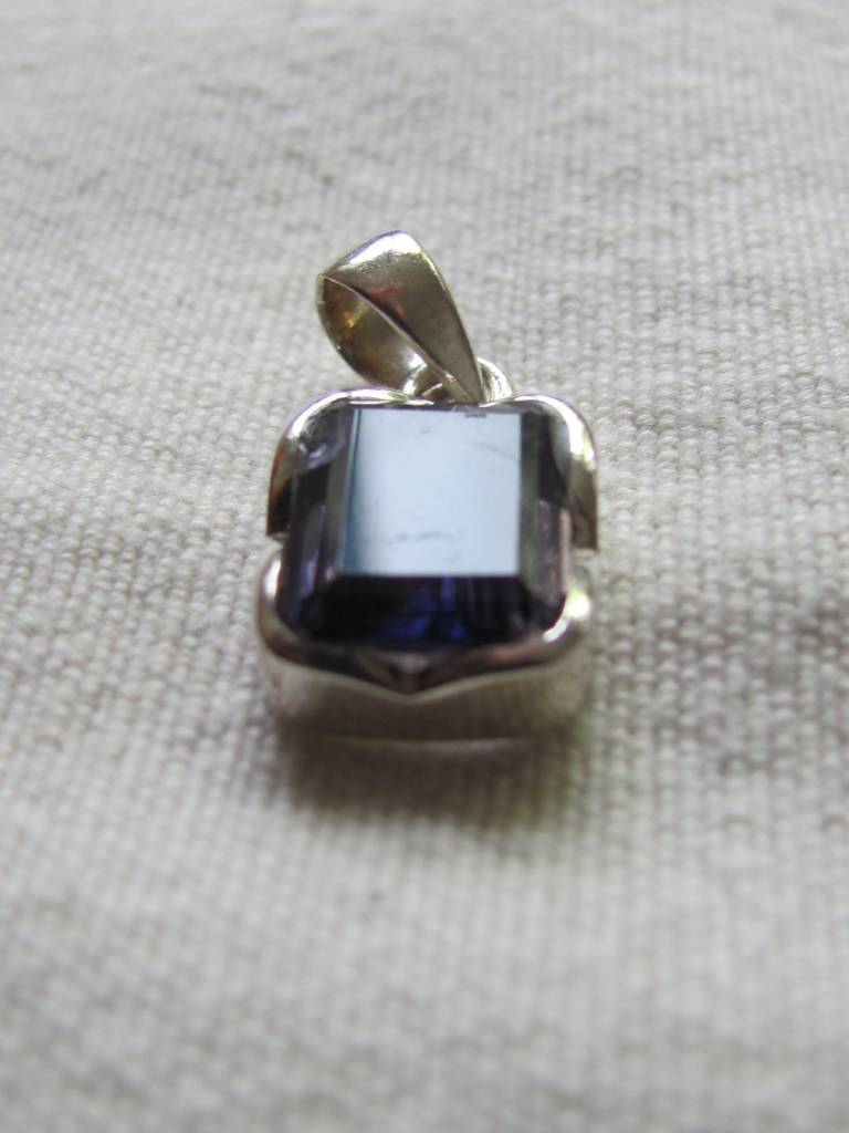 Pendant silver iolite