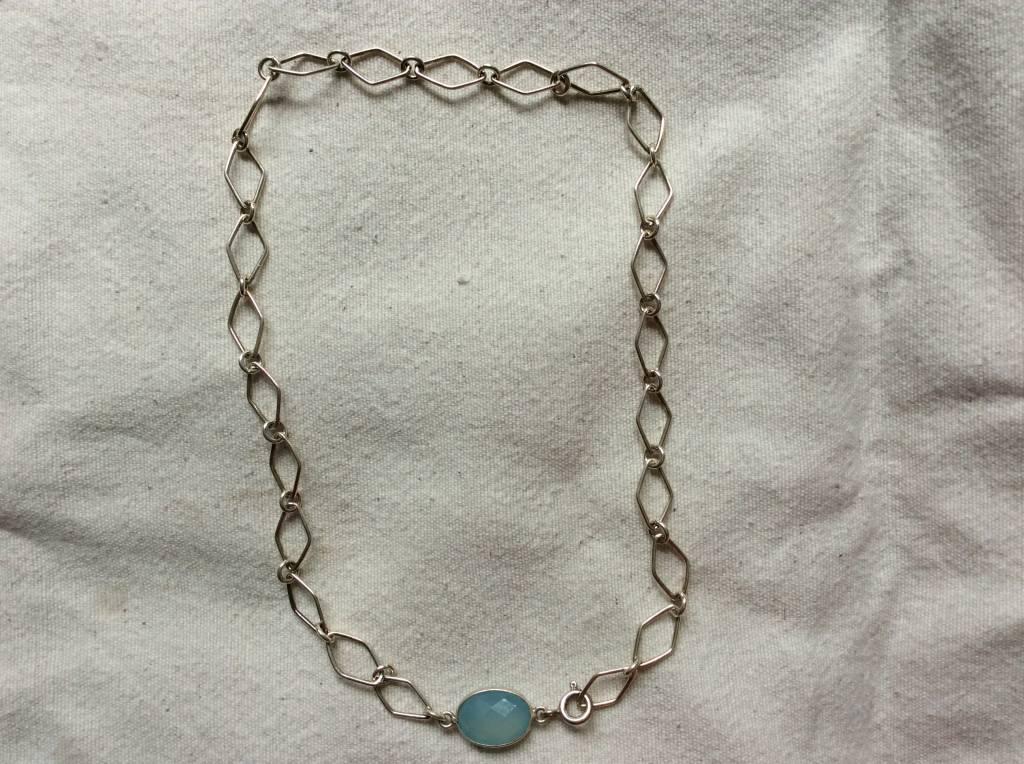 Necklace silver calceadone