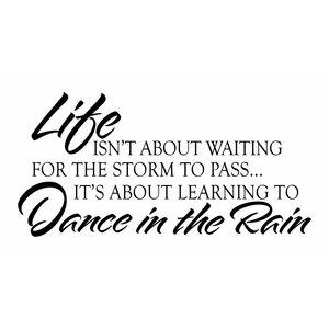 Wandaufkleber Das Leben ist nicht über warten auf den Sturm zu übergeben