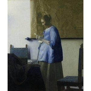 Fotobehang Brieflezende vrouw in het blauw