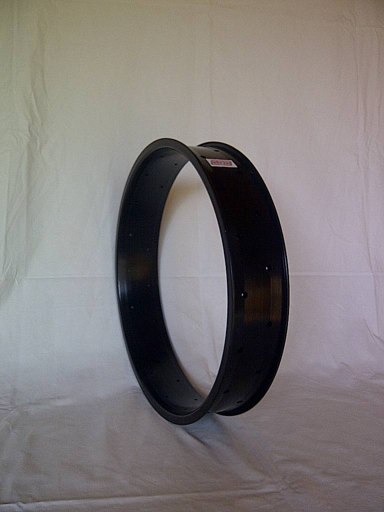 "alloy rim DW80, 20"", black anodized, with faults"