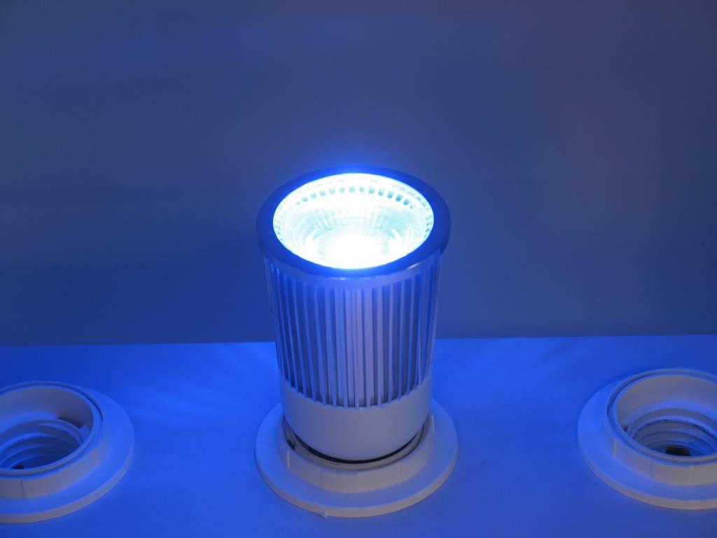 RGB 5 Watt LED Spot E27 mit IR-Fernbedienung