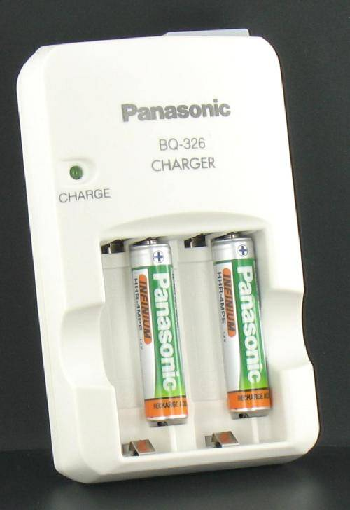 Battery Charger<br>with 2 AAA Batteries