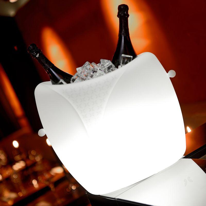 https://static.webshopapp.com/shops/025904/files/084455288/imagilights-marylin-champagne-wijnkoeler-met-verli.jpg