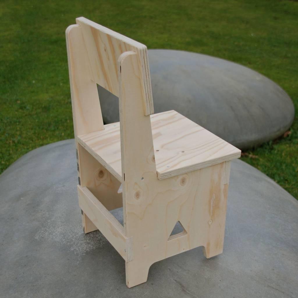 houten kinderstoel, kinderfauteuil, stoeltje, uniek, gepersonaliseerd, kinderstoel met naam   KRIS