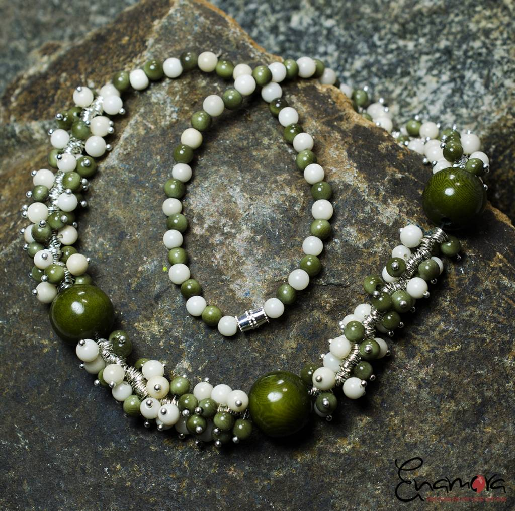 Enamora Green and White Tagua parel sieraden set